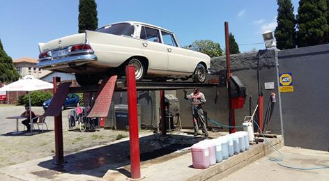 Bree 230 Merc Fintail having a wash